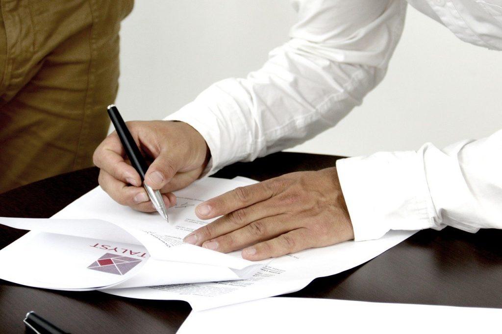 signature d'un contrat avec garant