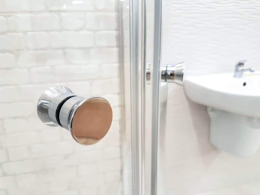 ouvrir la salle de bain pour humidifier les autres pièces