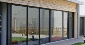 menuiserie : baie vitrée en aluminium
