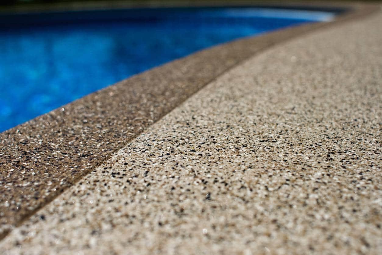 béton bord de piscine