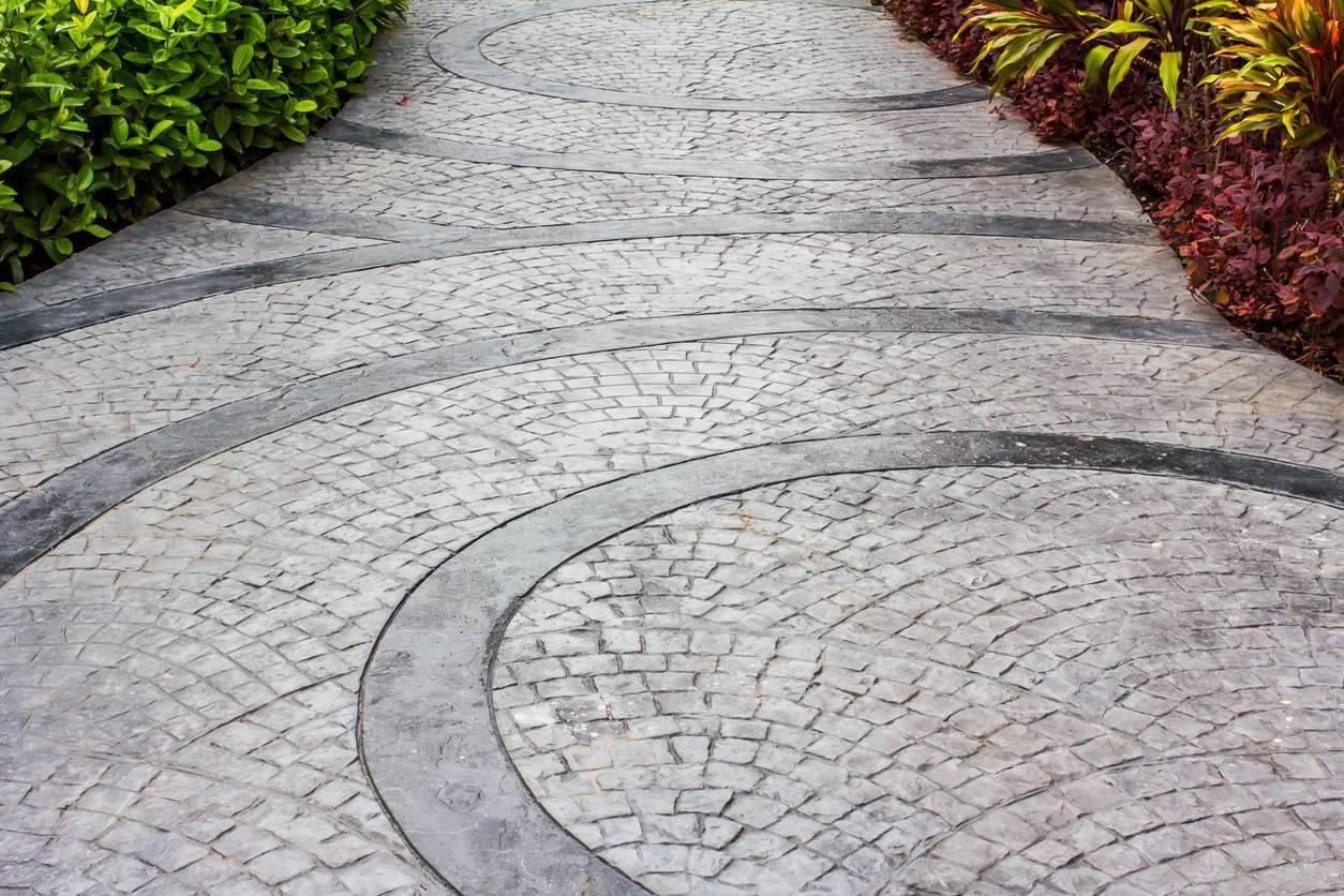 béton décoratif - allée de jardin